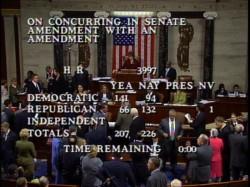 29日、緊急経済安定化法案を否決した米下院(AP)