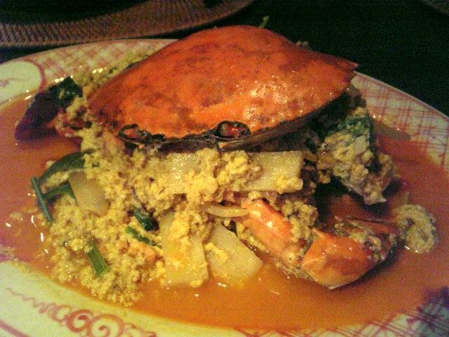 マングローブガニのプー パット ボン カリー。