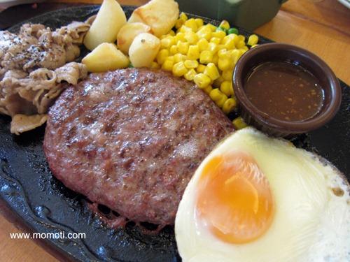焼肉とハンバーグの盛合わせ