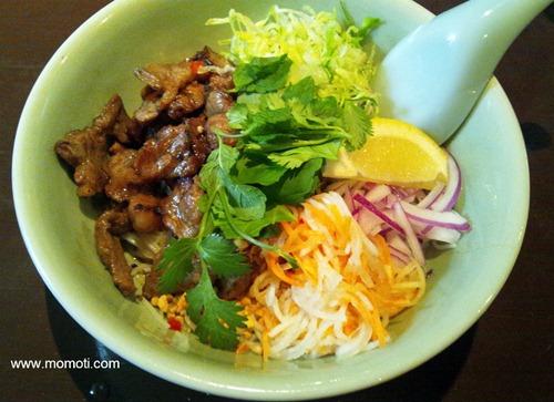 ブン ティット ヌン(ベトナム焼肉 汁なし麺)