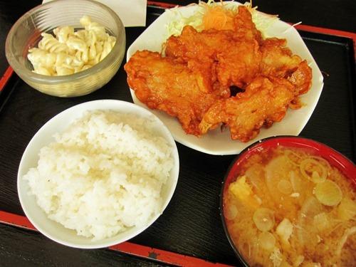 (豚の)唐揚げ定食  半ライス 810円
