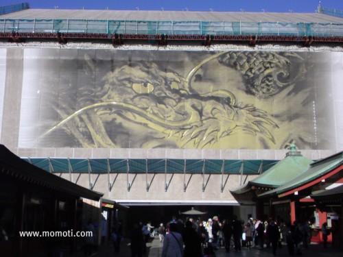 山本寛斎氏により川端龍子画をモデルにした「龍之図」