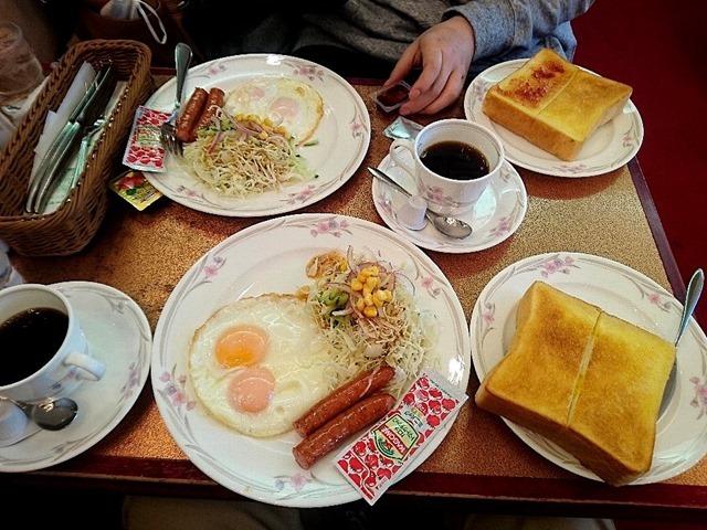 ニュートーキョーで朝食