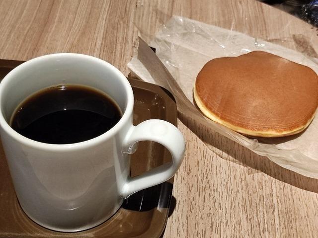 うさぎやのどらやきとコーヒー