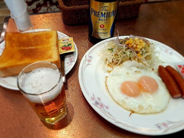 朝っぱらからビールを呑む