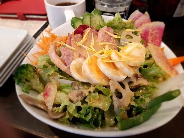 鴨のスモーク&ポテトサラダのカリスサラダ