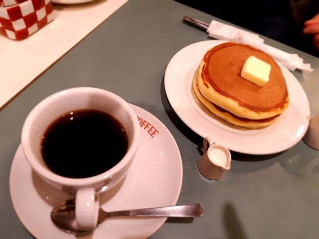 アメリカンコーヒーとホットケーキ