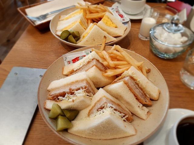 かつサンドイッチとたまごサンドイッチ