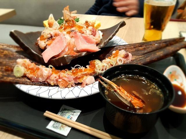 大漁丼とカニ入り魚縮魚汁