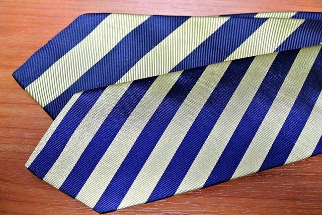 古いネクタイと新しいネクタイ
