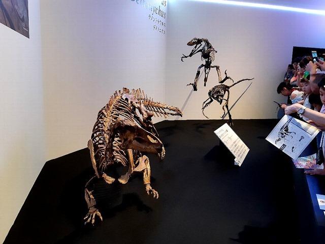 デイノニクスとテノントサウルス