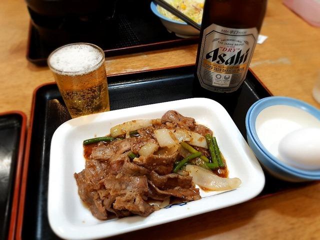 ビール中瓶とプルコギ(生たまご付き)