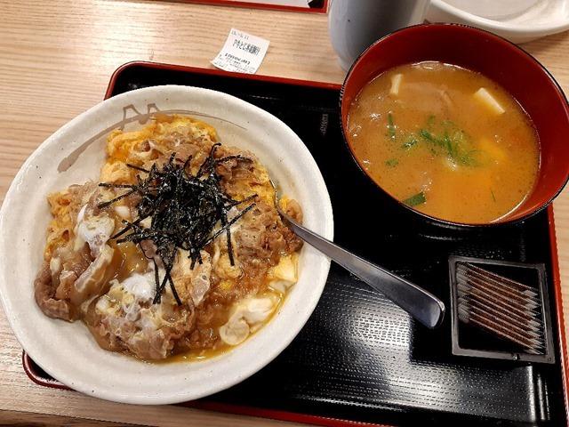 プレミアム牛とじ丼+豚汁