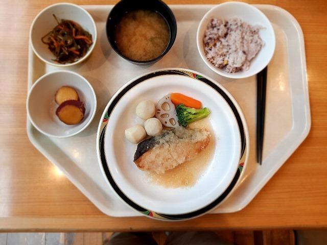 鮭のおろし煮定食