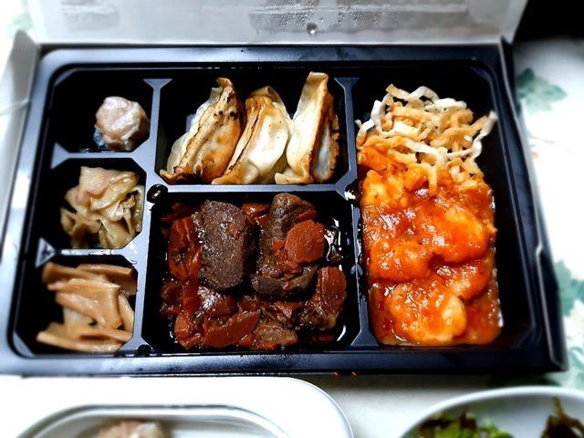 海老のチリソース&牛肉の醤油煮込み弁当