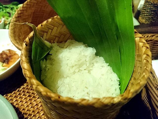 もち米を食べる(with タレーポンカリー)。(クロープクルア:浅草1丁目)