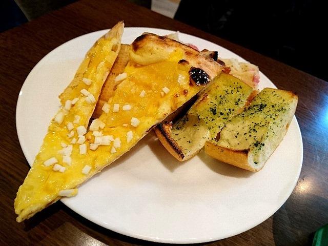 ピザとパン