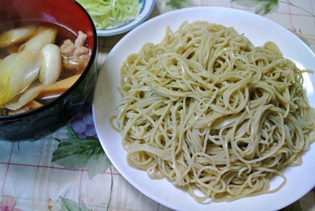越後長岡小嶋屋の越の海藻挽き生そば+おせちの材料でつくった汁