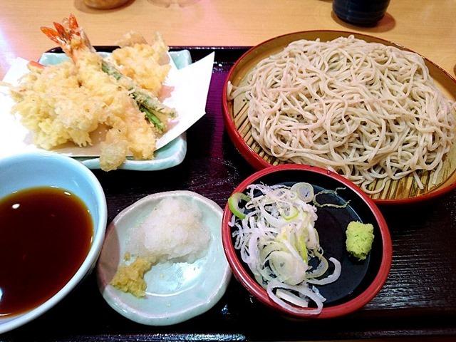 本ずわい蟹・海老・金目鯛・真鱈の白子の天ぷら蕎麦