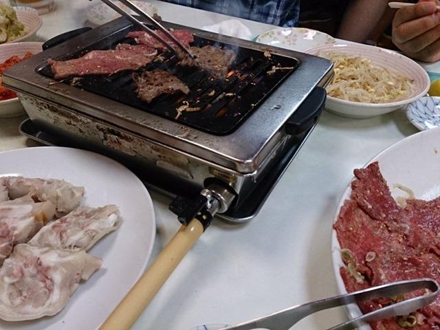 大福園で肉を焼く