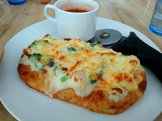 イタリアンブレッドピザブロッコリーとポテトサラダのグラタン風&本日のスープ