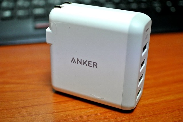 Anker PowerPort4マルチポート折りたたみ式プラグ搭載【PowerIQ&VoltageBoost搭載】(ホワイト)A2142521