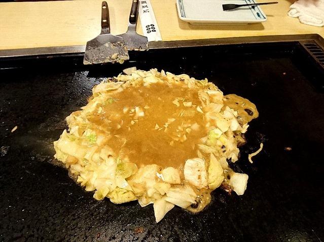 この茶褐色の混沌がないことには、具はただの炒められた野菜のくずであり、チーズの破片である。具はこの混沌の水溶液を迎え入れることで、新たな生命(存在意義)を得るに過ぎない。