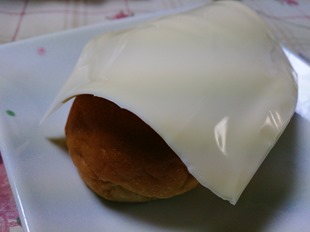 チーズを巻いて食べる
