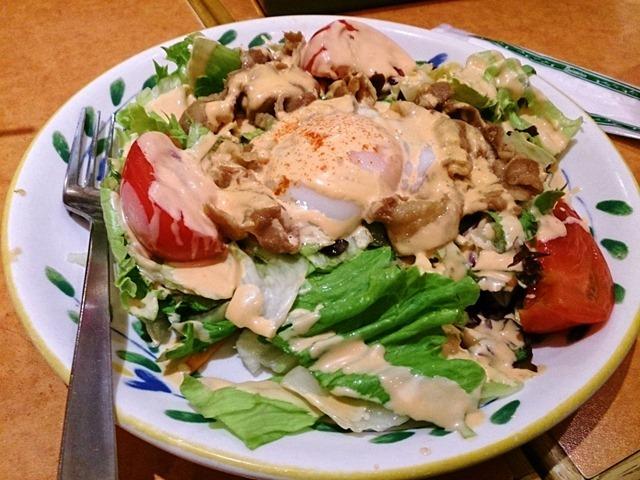 あったかポークと半熟卵のサラダ