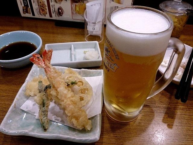 天ぷら4品と生ビール(中)のセット580円