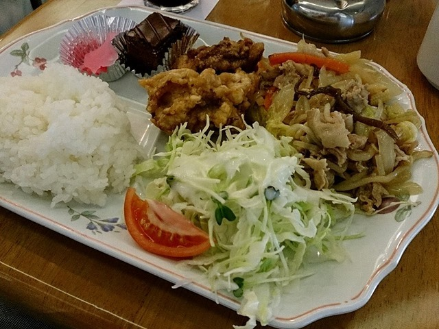 唐揚げと野菜炒め(スープ+ドリンク付き)