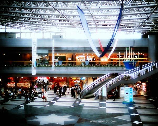 新千歳空港の床の模様のオートン・エフェクト。(VQ1015 Entry+Orton風byPicnik)