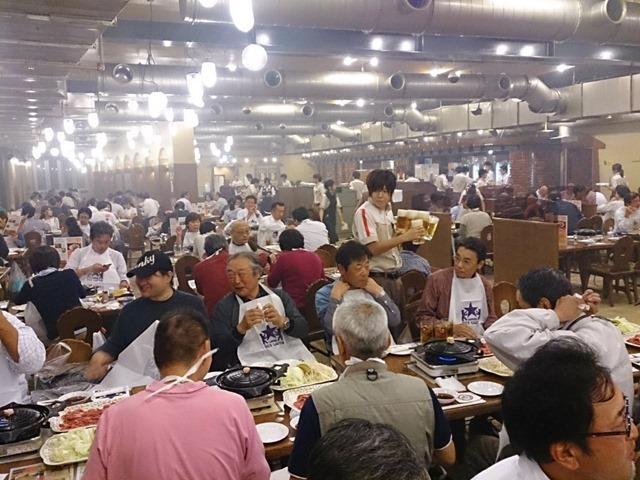 群衆ー札幌ビール園の晩餐