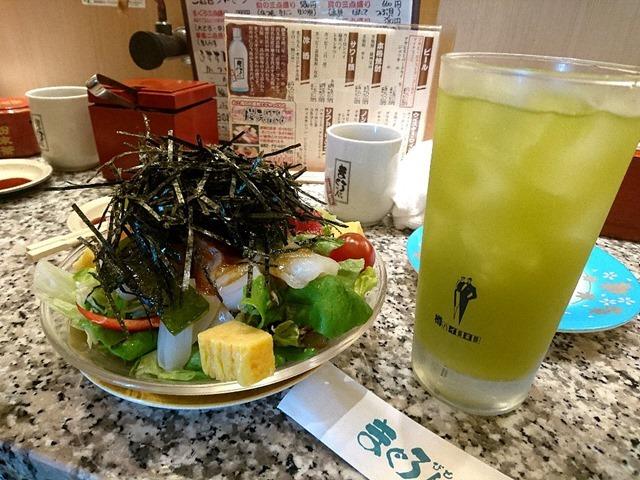 海鮮サラダと抹茶ハイ