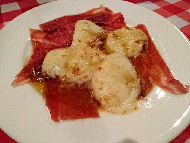 生ハムとチーズをイタリア語でなんとかと云うらしいが