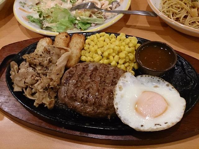 焼肉とハンバーグの盛合わせ(税込み599円也)
